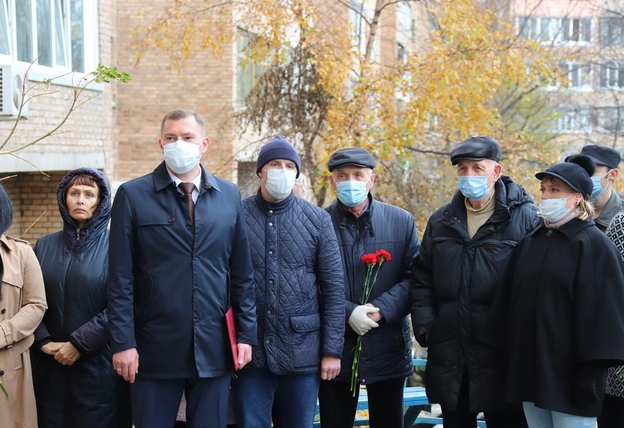 Во Владивостоке сегодня открыли мемориальную доску Герою Социалистического Труда, почётному гражданину города Петру Шугурову
